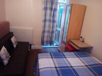 DOUBLE ROOM IN FRIENDLY SHARED HOUSE,JUST 5MIN WALK TO PLAISTOW STATION