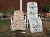 2 reclining garden chairs