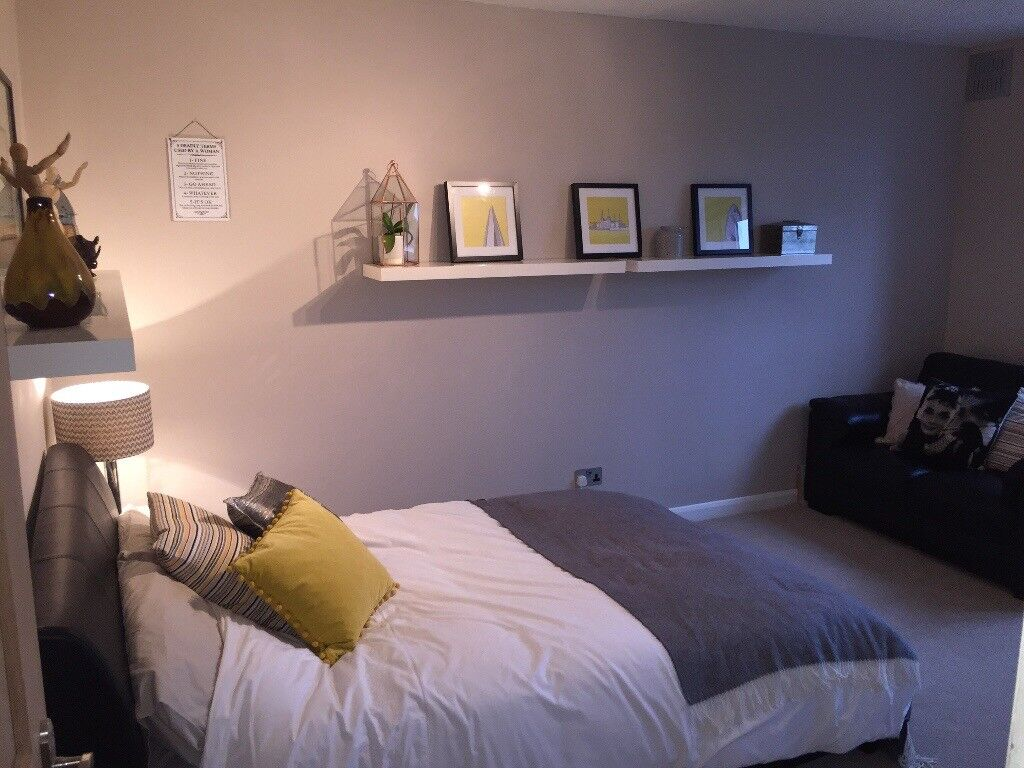 Spacious newly decorated double room, £520 pcm, all bills included, close to tube station,