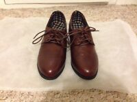 Size 4 Oxford shoes