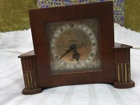 Vintage antique mechanical wind mantlepiece clock