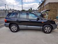 HYUNDAI SANTA FE STATION WAGON (2.0 L DIESEL, AUTOMATIC AND LEATHER SEATS)
