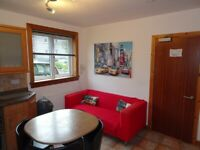 Available for group of 4 – Spacious 4 Double Bedroom house flat 2 mins from Aberdeen Uni Bills Inc
