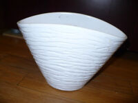 House clearance! Ceramic plant pot basket shape. Very good condition.