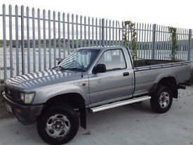 TOYOTA HILUX S/C 4X4 2.5 DIESEL MANUAL SILVER