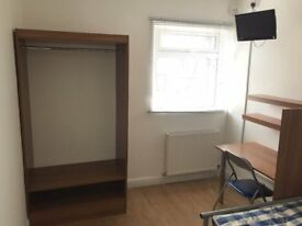 Large Fully Furnished Double Room Available in Clean House Very Close to Sheffield City Centre
