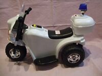 CHILDS BATTERY POWER 3 WHEEL POLICE MOTORBIKE 6V Rechargeable. UNUSED, Decals not Attached.