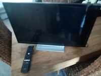 """TOSHIBA 24"""" SMART TV WITH BUILT IN DVD"""