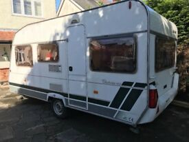 Lunar chateau 450 5 berth caravan 2003 (reduced)