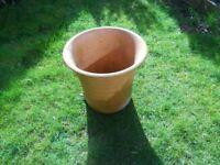 LARGE FLOWER POTS IN TERRACOTA AND TAPER DESIGN
