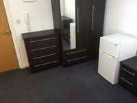 Large D room with its own shower WC in Stockwell/Brixton SW9 7RE including all the bills & WiFi