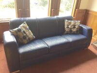 Stunning 3 Seater Leather Settee.