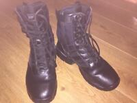 Magnum boots Size 6 with side zip work boot