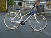ladies lady raleigh hybrid dutch style sit up and beg bike bicycle 21 inch frame great condition
