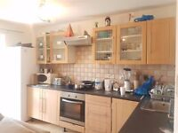 Twin Room Share for 1 Person in Hammersmith/ Baron's Court Avail Now
