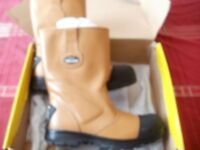 SIZE 10 SAFETY RIGGER BOOTS. VIS, JACKET AND TROUSERS.