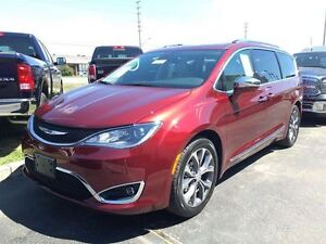 2017 Chrysler Pacifica Limited**DEMO**ONLY -2018 KMS**0% FOR 72