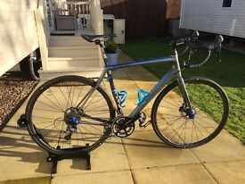Cannondale Synapse HiMod with carbon wheels in showroom condition