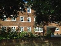 2 bedroom flat in Edendale, London, W3 (2 bed)