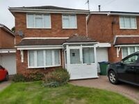 Spacious 3 bedroom detached house with garage in sought after cul-de-sac location