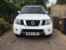 Nissan Navara 2013 Top Spec 4X4 Leather Interior Reversing Camera Sat Nav Etc, Low 21,182 MILES