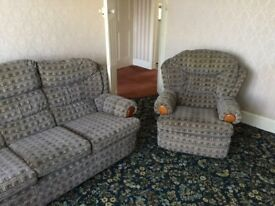 Nice 3 piece suite in good condition