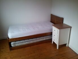 Single room to rent in bright spacious flat
