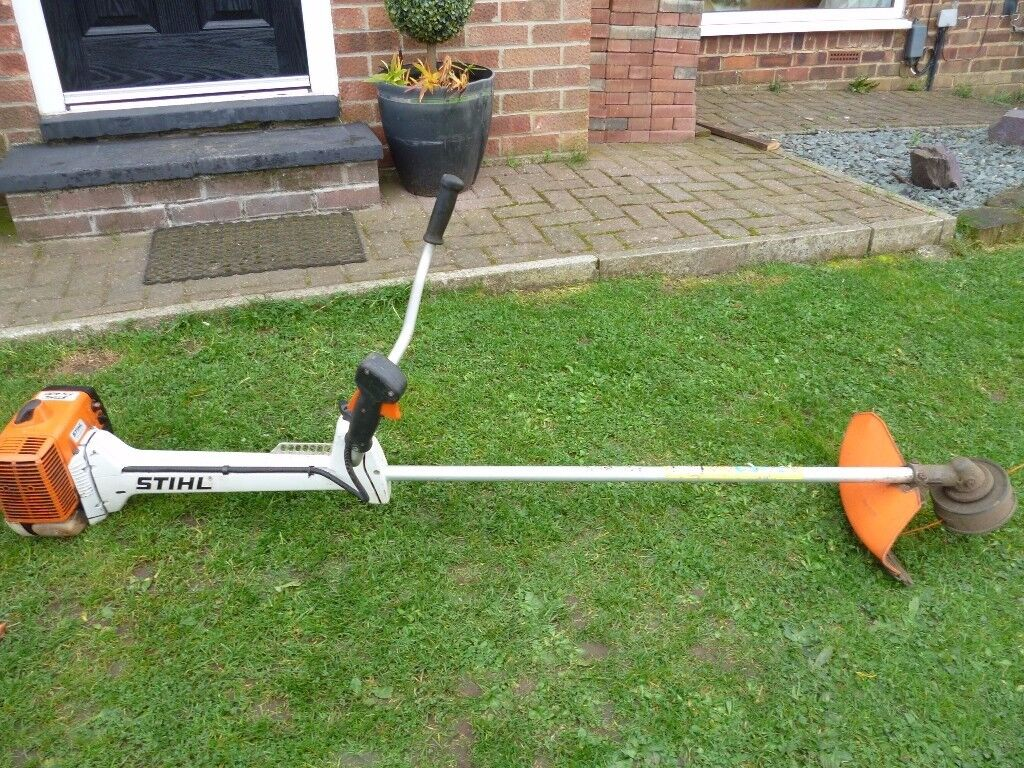 STIHL STRIMMER FS 400 AND HARNESS