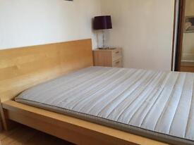 Double bedframe and mattress