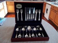 Lovely VINERS Silver Plated 32 Piece Cutlery Set with Large Serving Spoon in Wooden Case