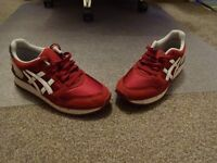 Men's Asics Trainers, used but in excellent condition. Size 41.5 / 7
