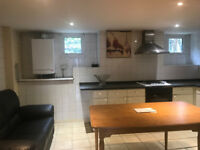 Oustanding Newly refurbished single room in professional house share.