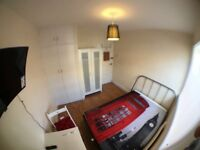 SW15 5NJ __ ROEHAMPTON __ VERY LOVELY DOUBLE ROOM