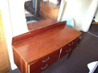 Free dressing table with mirror