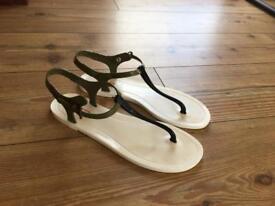 Hunter Sandals (size 6)