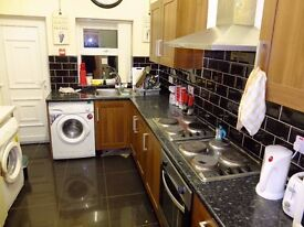 HUGE room in shared house (fully licenced HMO), ideal for 2 working professionals.