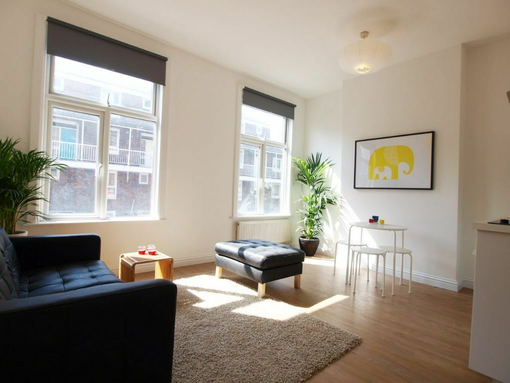 A recently refurbished 2 bedroom flat located close to Finsbury Park tube