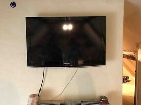32 inch samsung tv and samsung blu-ray player