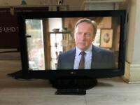 LG 32 inch LCD TV Full HD Freeview HDMI