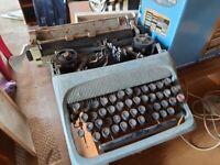 Vintage typewriter & box - clean/repair needed