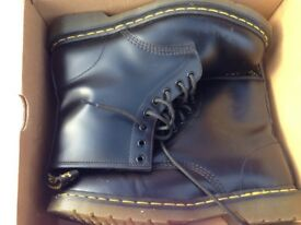 Dr Martin airware boots size 8 worn once inside