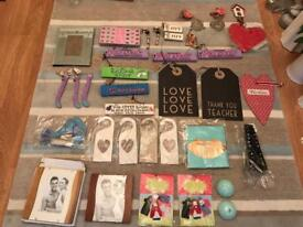 Joblot of gifts / signs