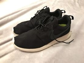 Nike Roshe Run trainers 9.5