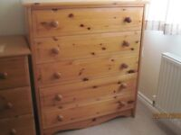 5 Drawer Pine Chest of Drawers.