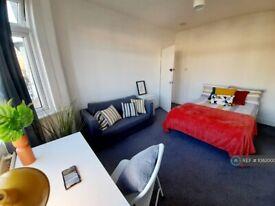 1 bedroom in Downhills Way, London, N17 (#1082000)