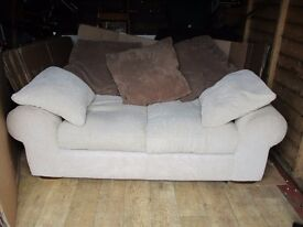 2 SEATER SOFA NICE & CLEAN WELL LOOKED AFTER