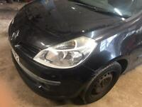 2008 Renault Clio mk3 front breaking for parts