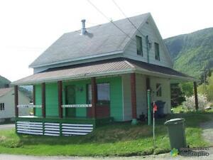 61 000$ - Maison 2 étages à vendre à Mont-Louis