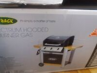 Gas and charcoal barbecues