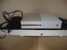 Xbox one white Console and 32 inch TV